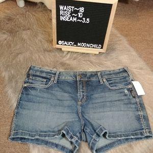 Silver jeans | elyse denim shorts curvy fit